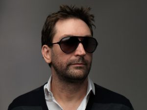 Leslie-Benzies-with-shades